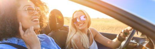 Mit dem Cabrio im Sommer unterwegs